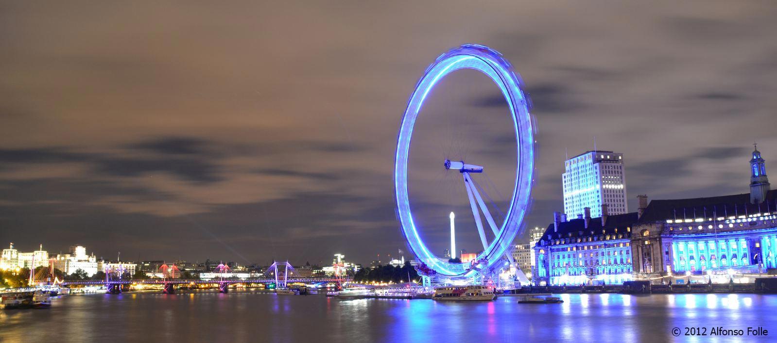 Night panorama of London