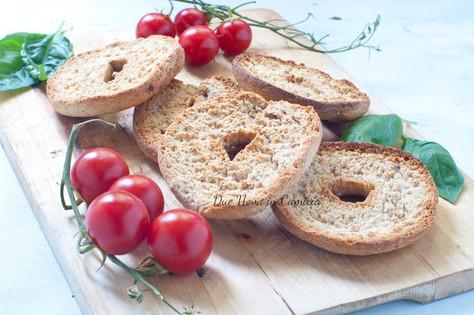 Frisella con pomodoro e basilico