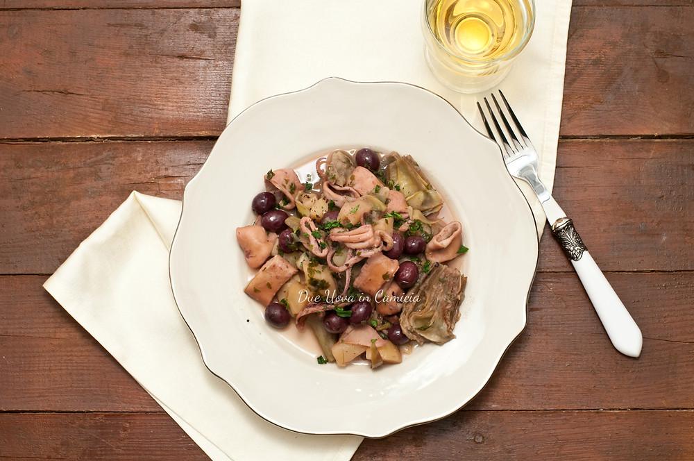 Calamari, carciofi, patate e olive