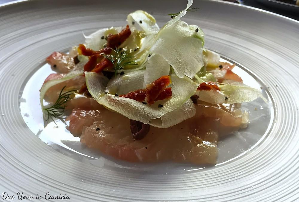 carpaccio di pesce castagna con olive, capperi e insalata di sedano.