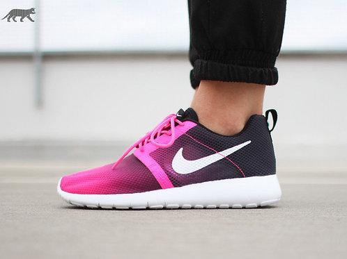 Nike roshe run розовые