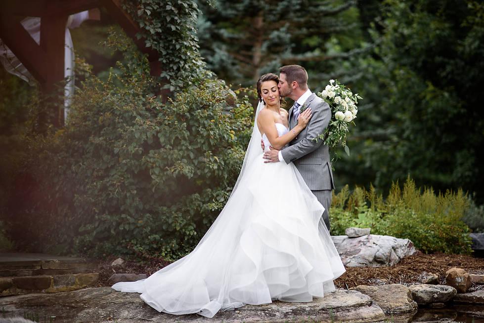 Wedding photos in Richmond | Marek K. Photography | Natural light wedding portraits with Nikon 85mm 1.4g at House Mountain Inn
