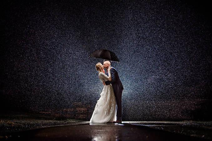 Richmond wedding photographer | Marek K. Photography | Wedding rain shot with off camera flash at williamsburg winery