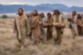 bible-films-christ-walking-disciples-112