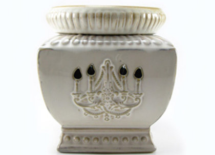 Chandelier Aged White Tyler Fragrance Warmer