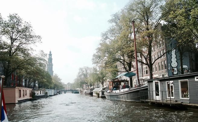 AMSTERDAM: ENTRE BOLSAS & CANAIS