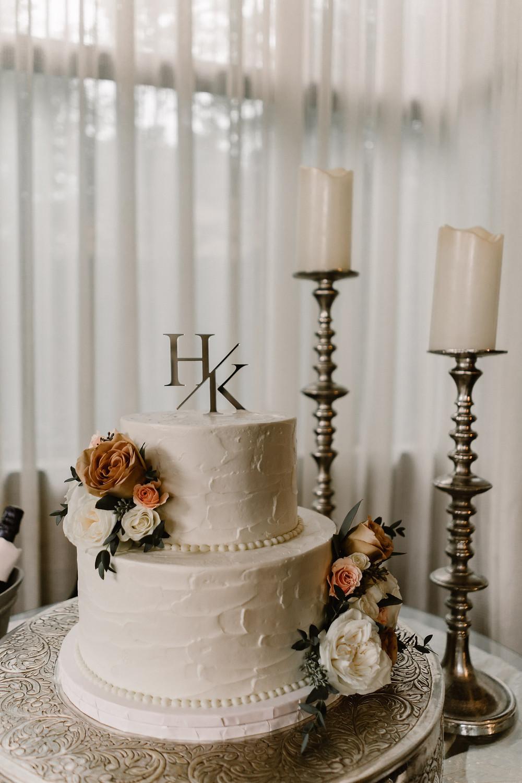 elegant classic white wedding cake