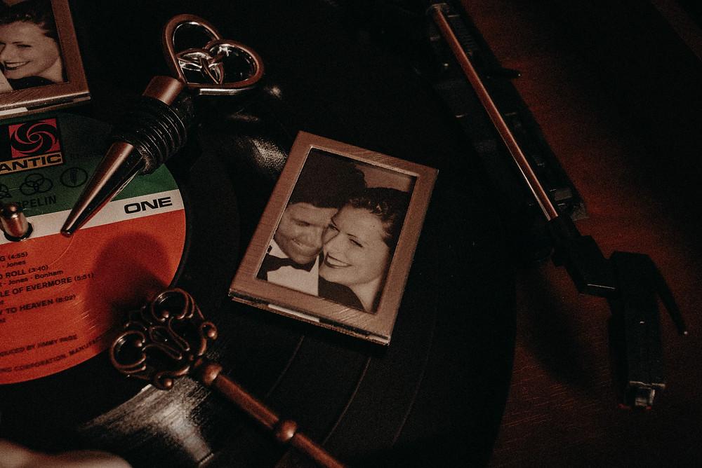 wedding favors. magnetic mini frames