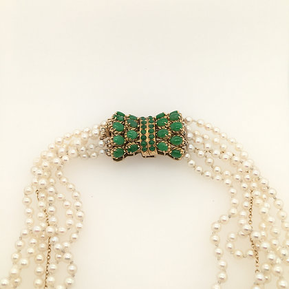 Pearl necklace with jade clasp
