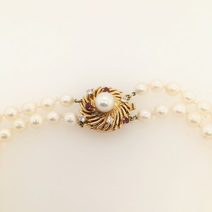 Pearl necklace with diamond and ruby clasp