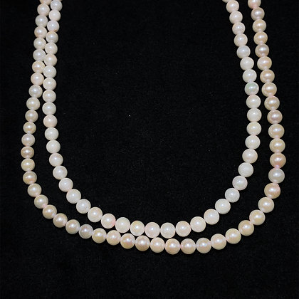 Cultured pearl necklace strang