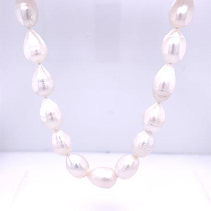Baroque pearl strand