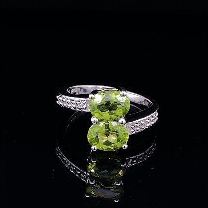 Peridot and white quartz ring