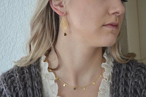 Halskette mit Plättchen