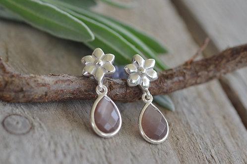 Ohrhänger Blume mit Steintropfen