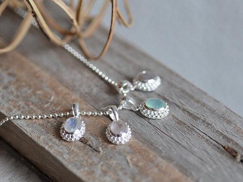 Halsketteli mit Anhänger