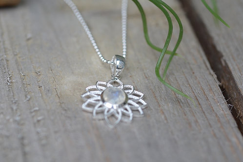 Halskette fein mit Blume