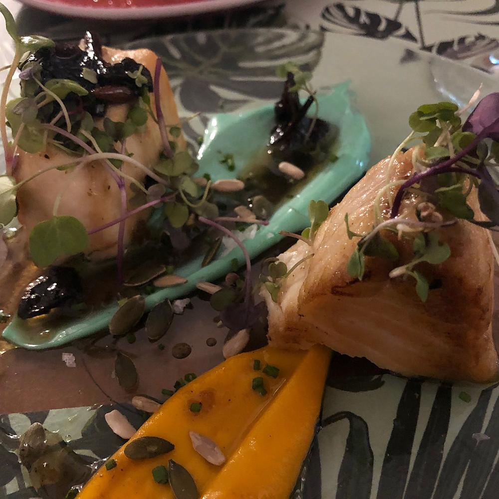 Taco de Pez Mantequilla, muselina de zanahoria con foie y mayonesa de wasabi.