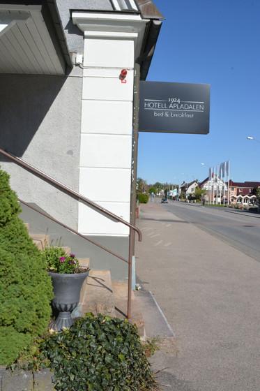 Hotell-Apladalen-exterior-west-best2.jpg