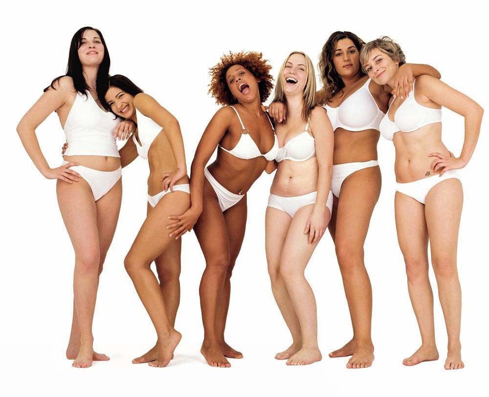 Mujeres en ropa interior blanca. Campaña de Belleza Real de Dove (Unilever)
