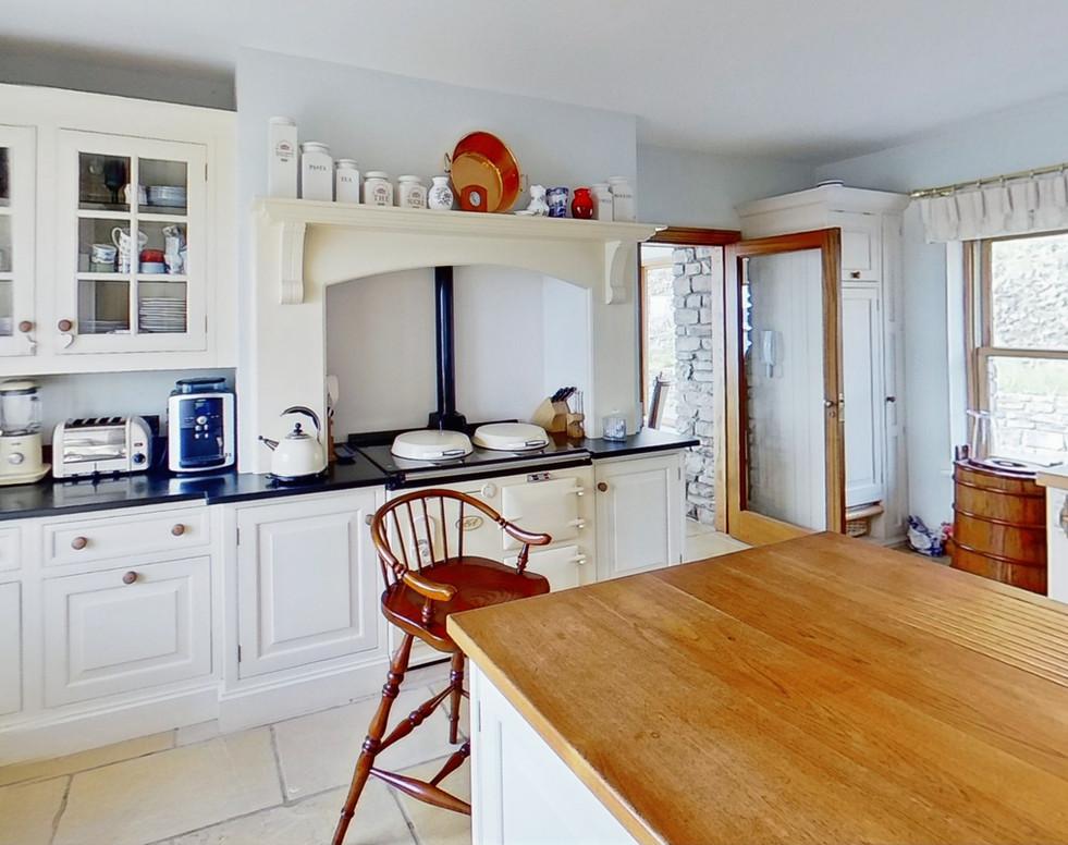 Muntermullen-Kitchen (1)_edited.jpg