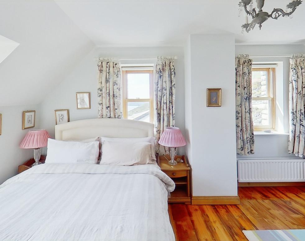 Muntermullen-Bedroom (1)_edited.jpg