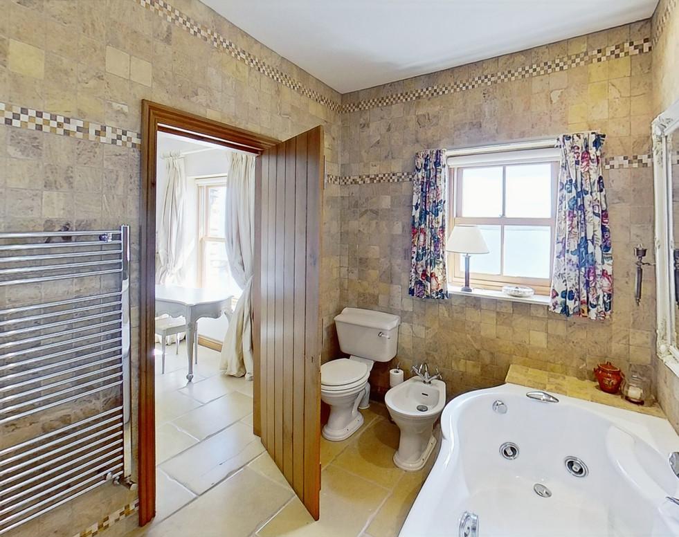 Muntermullen-Bathroom_edited.jpg