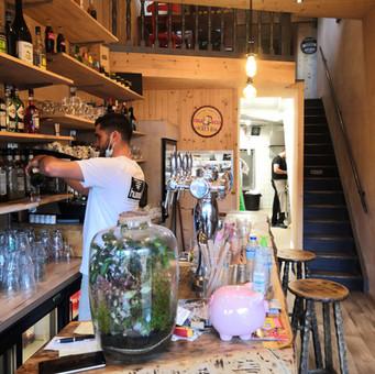 Le bar avec vue sur la cuisine.jpg