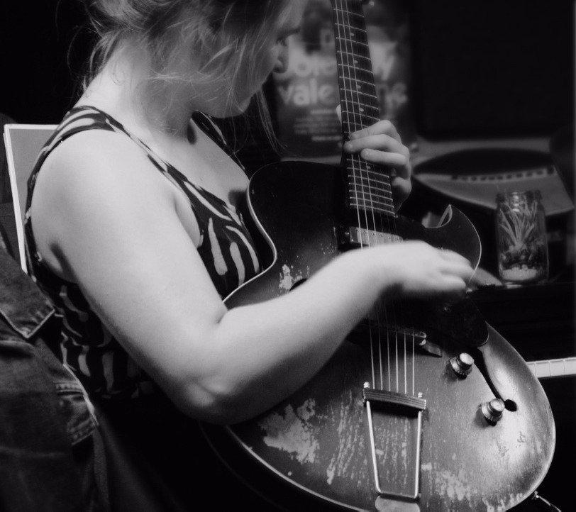 Hilary Geddes, guitar teacher, guitar lessons, Sydney Conservatorium of Music, Sydney guitar lessons, Eastern Suburbs