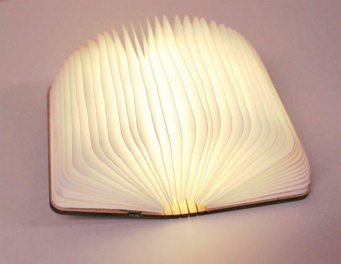 booklight2-696x538