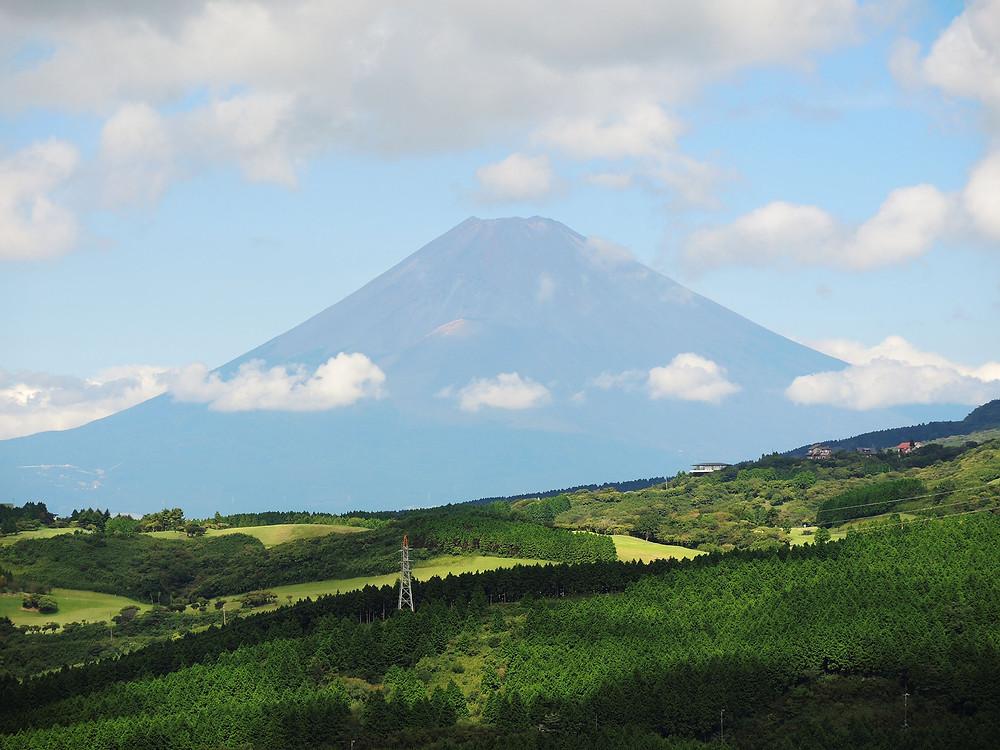 熱海から箱根に向かう途中で見える富士山