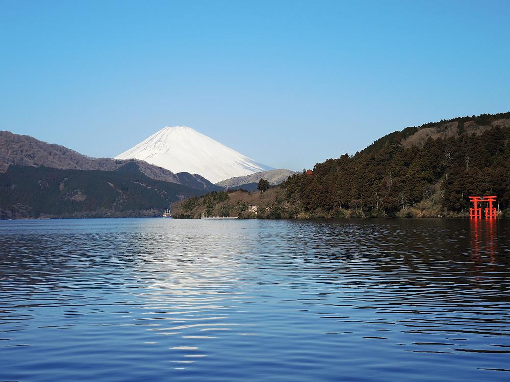 冬の富士山と芦ノ湖