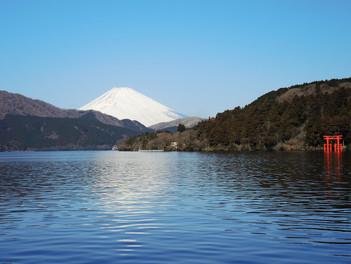 2月の富士山と芦ノ湖