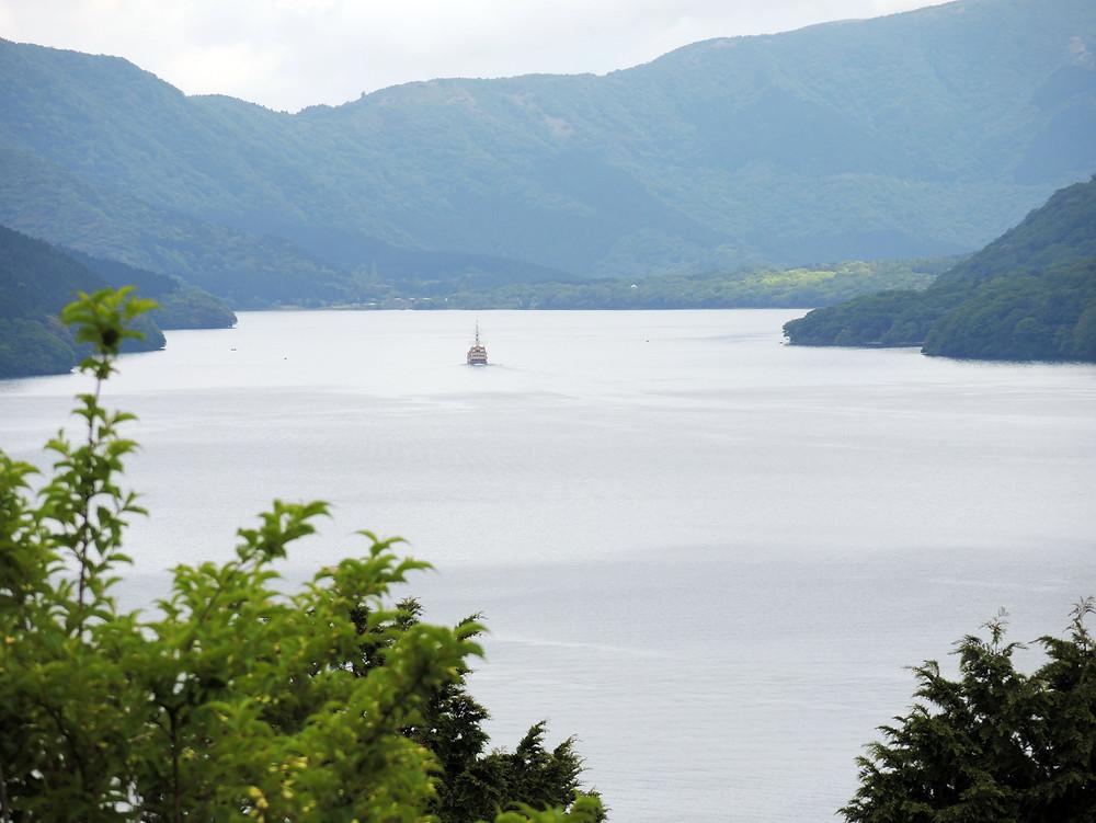 箱根峠から眺める芦ノ湖