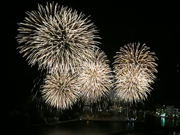 10月 熱海海上花火大会の開催
