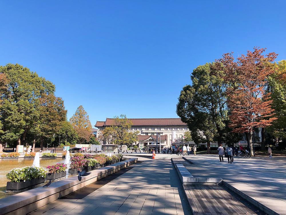 上野公園大噴水の前