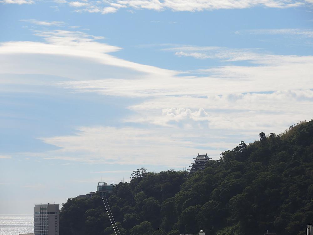 熱海城と空