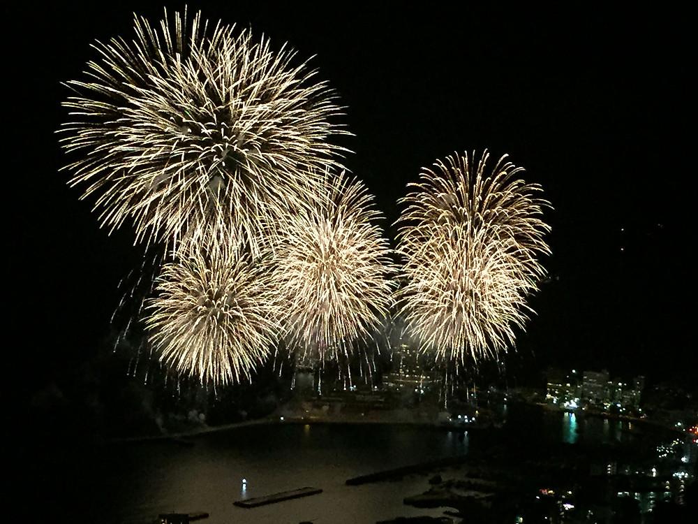 12月開催、冬の熱海海上花火大会