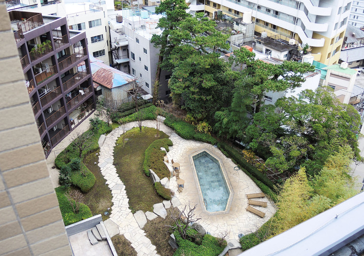 アデニウム熱海翠光園中庭
