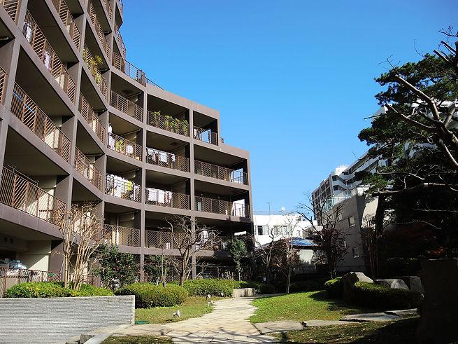 熱海駅徒歩10分利便性の良い立地条件に建つアデニウム熱海翠光園の日本庭園を意識した中庭の様子