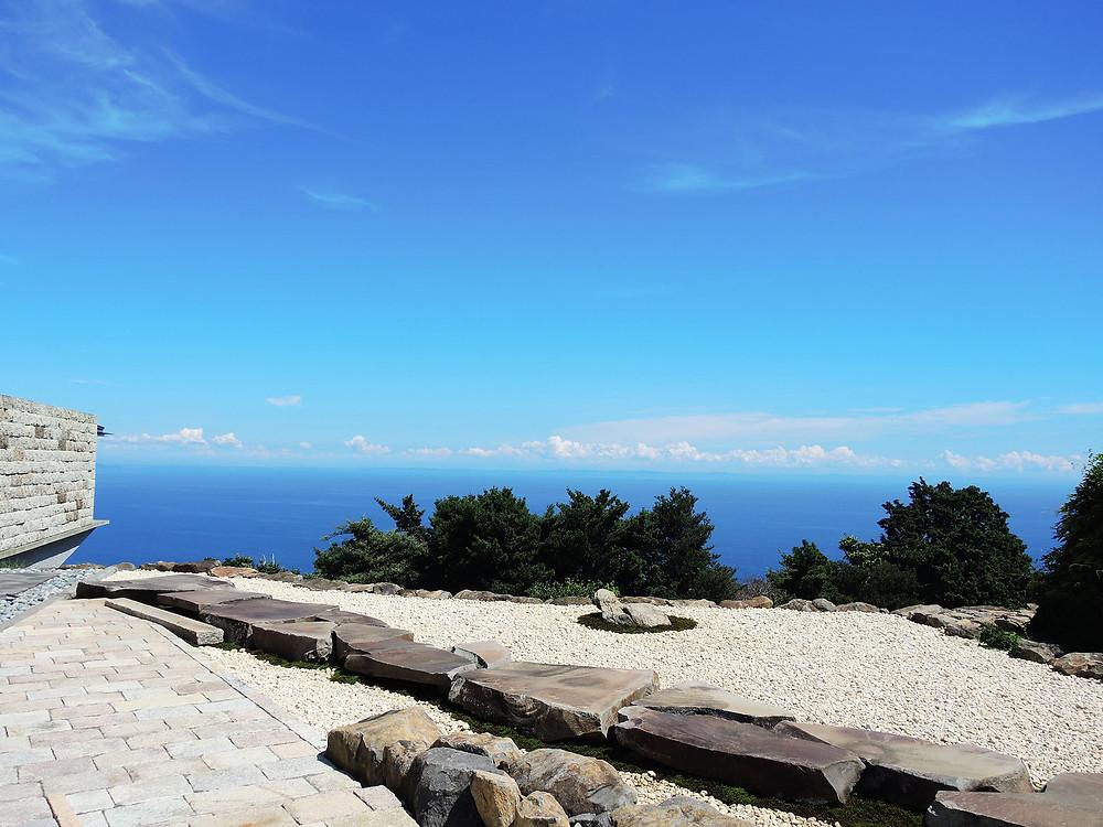 江之浦測候所の石舞台から眺める海
