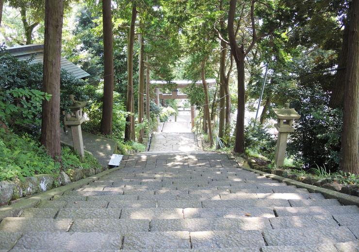 伊豆山神社へ向かう階段