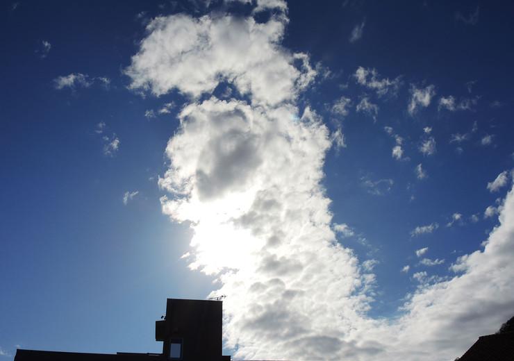 熱海市伊豆山温泉付き別荘地から見上げる空