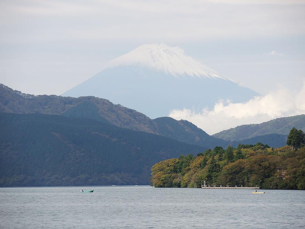 箱根芦ノ湖と雄大な富士山