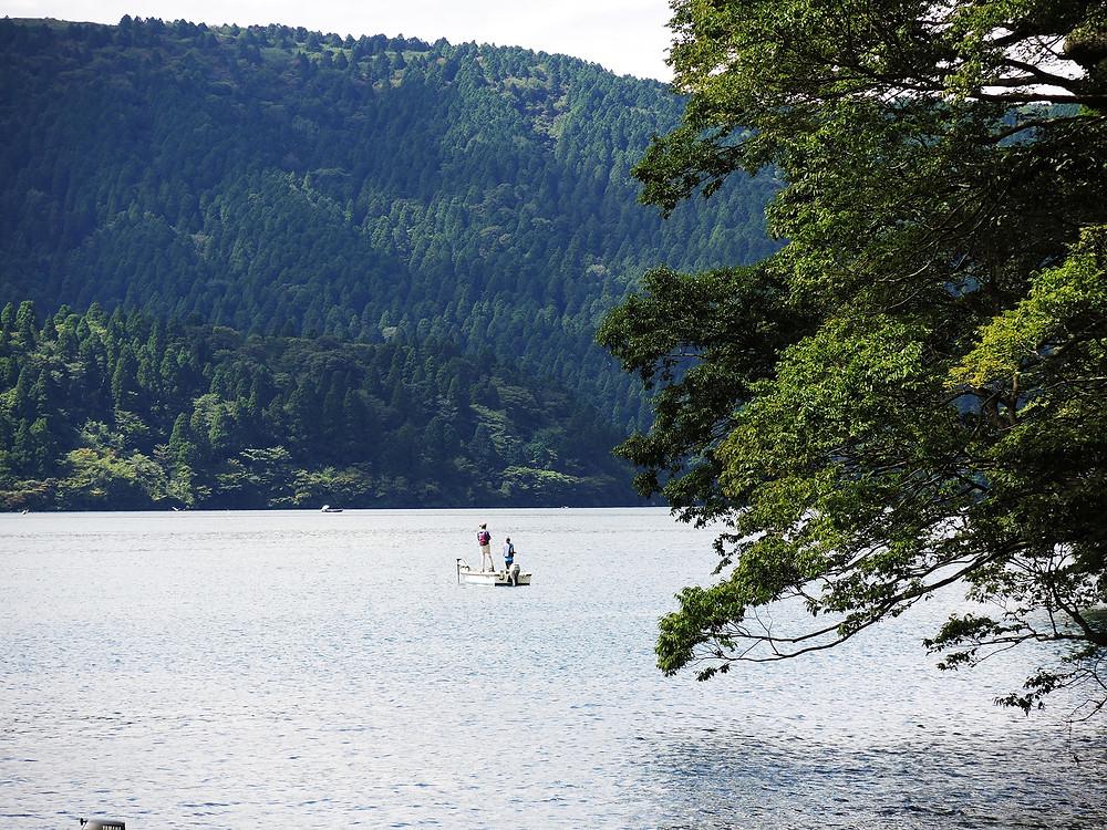 ブラックバス釣りも人気の箱根芦ノ湖