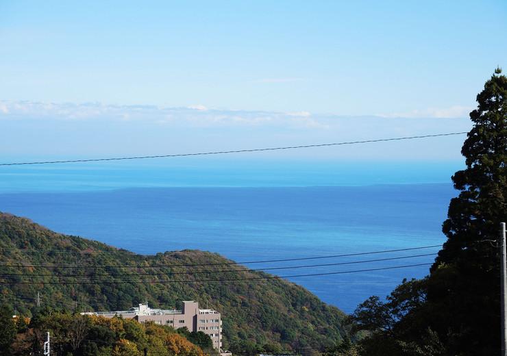 熱海市伊豆山温泉付き別荘地から眺める相模灘