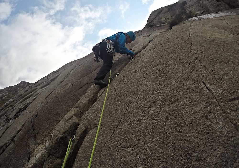 Sharna placing protection on pitch 2 of Hope, the Twin Cracks!