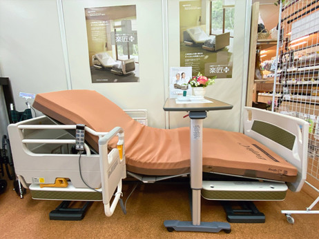 介護ベッド「楽匠+プラス」展示中です
