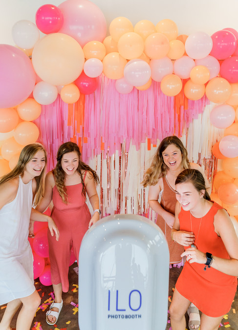PHOTO: THE KENNEYS | PHOTO BOOTH: ILO PHOTO BOOTH