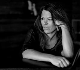 Laulaja-lauluntekijä Katja Sutela